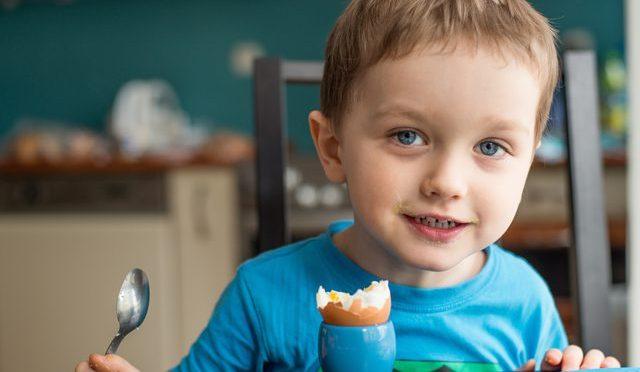 Колко яйца могат да хапват децата?