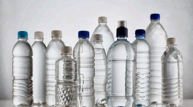 Пластмасовата бутилка с вода – опасна ли е?